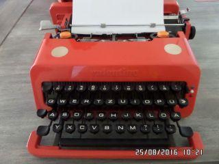 Olivetti Valentine Reiseschreibmaschiene Bild