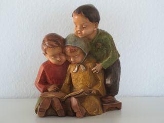 Achatit - Naturstein Handarbeit Kindergruppe - 2 Jungen & 1 MÄdchen Lesend Bild