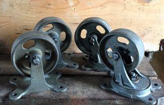 4 Alte Antike Schwerlastrollen,  Eisenräder,  Eisenrollen,  Rollen,  Lenkrollen Bild