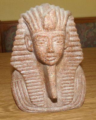 Tutenchamun,  Altägyptischer König Der 18.  Dynastie,  Büste Aus Granit Bild