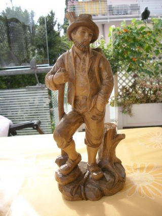 Holzfigur - Wanderer - Bergsteiger - Mann Mit Stock - Geschnitzt - Deko Bild