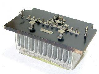 Museale Tauchbatterie,  Datiert 1886 – Historische Elektrotechnik - Anschauen Bild