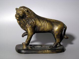 Löwe Auf Sockel Mit Erhobener Tatze Bronze Figur Skulptur Lion Bronzefigur Katze Bild