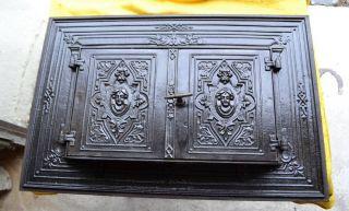 Ofenplatte Eines Gußofens Etagenofen Gußeisen Mit Türen Bild