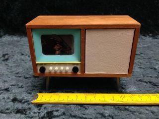 Alter Fernseher,  Fernsehschrank M.  Beleuchtung,  Zubehör F.  Puppenküche,  Puppenstube Bild