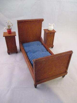 Schlafzimmer Für Puppenstube Bett Und 2 X Nachttisch Ca.  20er Jahre ? Bild