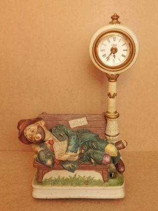 Penner Willi Liegend Auf Der Bank Mit Uhr Waco Spieluhr Bild