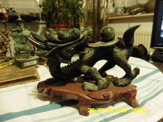 Chinesische Drachen Figur Stein Auf Holz Podest Asiatika Drache Skulptur China Bild