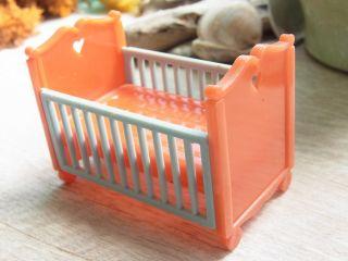 Puppenbett Gitterbett Kinderbett Plastik Germany 1:18? Jean Höfler Bild