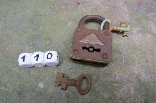 Antikes Altes Bügelschloss Von Abus - 2 Touren 2 Bolts - Mit 2 Schlüssel - 110 Bild