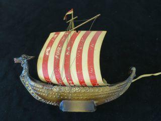 8) Wikingerschiff Aus Holz Auf Holzsockel,  Schiffsmodell Bild