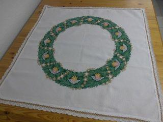 Weihnachtliche Mitteldecke,  Weiß,  Kreuzstich - Stickerei,  Handarbeit,  78 X 78 Cm Bild