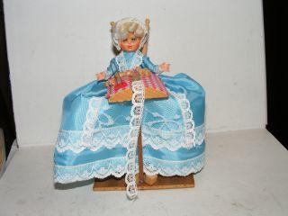 Alte Puppe - Klöpplerin - Gute Stube - Kaufladen - Puppenhaus - Puppenstube Bild