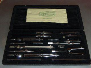 Riefler Reisszeug,  Zirkelkasten A 52 Hochglanzverchromt Bild