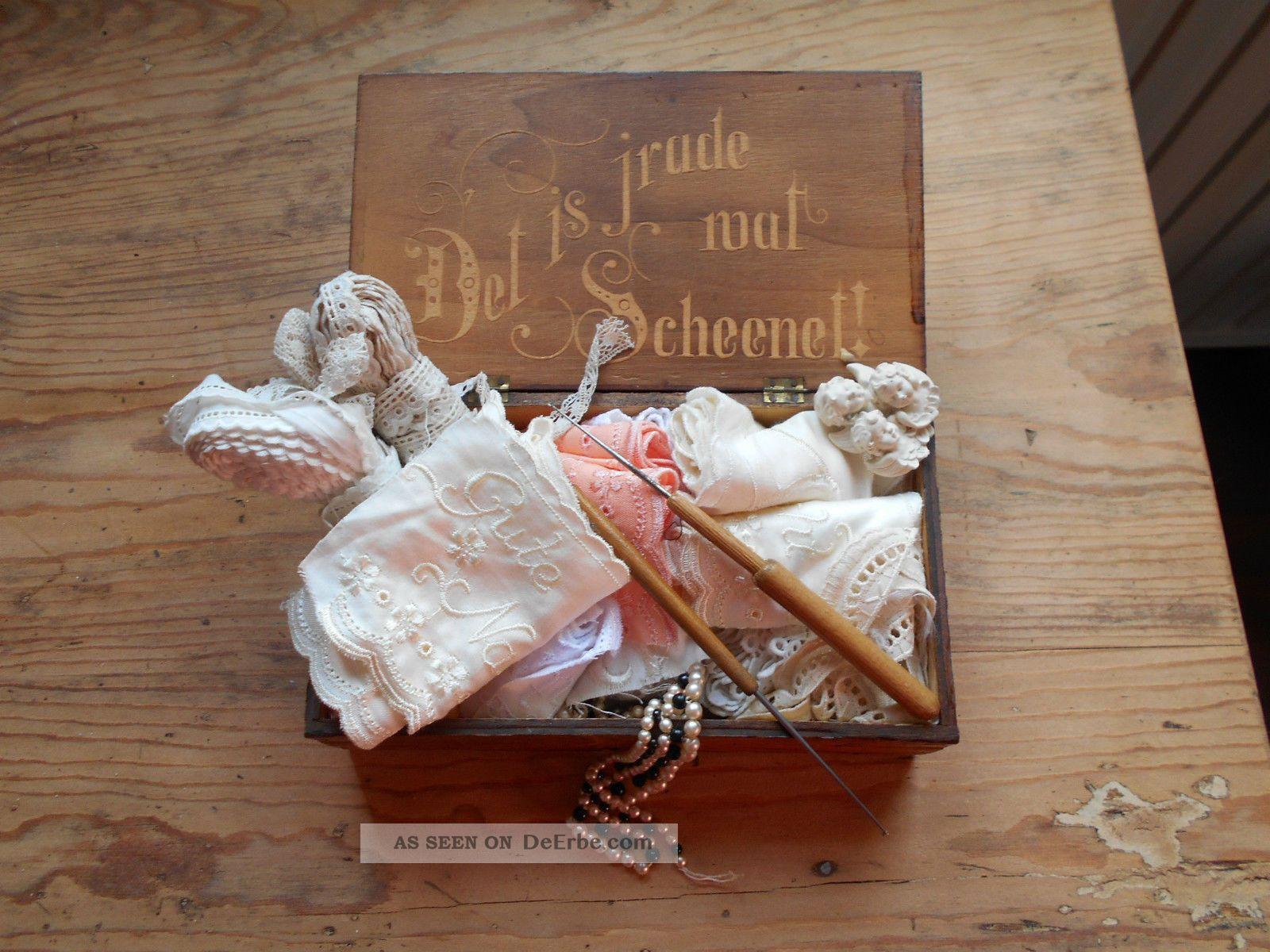 Kästchen Mit Inschrift Gefüllt Mit Alten Spitzen Und Schönen Dingen Textilien & Weißwäsche Bild
