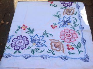 Schöne Tischdecke Handarbeit Farbig Bestickt Bild