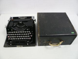 Alte Kofferschreibmaschine,  Mercedes Selekta,  Schwarz [2383.  1014m Bild