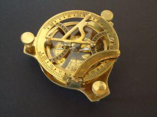 Peil - Tisch - Kompass Mit Sonnenuhr,  Messing / Seefahrt Bild