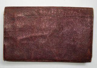 Antikes Rotes Visitenkartenetui Aus Leder - Innen Mit Bunter Blumenstickerei Bild