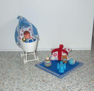 Für Puppenstube / Puppenhaus - Puppen - Stubenwagen,  Mit Ari - Puppe Bild