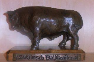 Südfleisch Waldkraiburg (stier - Rind - Ochse - Bulle) Skulptur Auf Sockel 1974 Bild