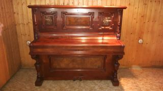 Klavier F.  Stichel Leipzig,  Baujahr Ca.  1894,  Aus Nussbaum Massiv, Bild