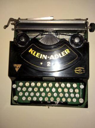 Antike Schreibmaschine Klein - Adler 2 Mit Film Und Orginal Koffer Bild