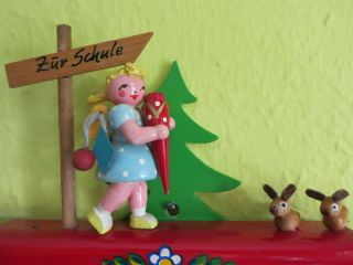 Alter Steinbach Stundenplan Mädchen Mit Schultüte Erzgebirge Bild