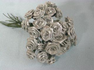 30 Alte Diorröschen Silber Seidenblumen Deko F.  Puppenhüte Silberhochzeit Shabby Bild