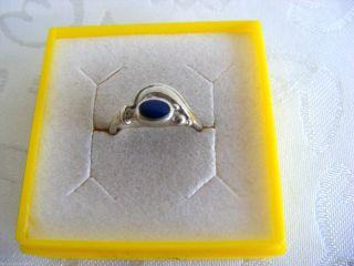 Hübscher älterer Kinder - Ring Mit Royalblauem Stein,  Silber925,  Gr.  44 Bild