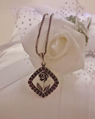 Verspielter Granatanhänger Art Deco Granat Anhänger Mit Rose An Silberkette (826) Bild