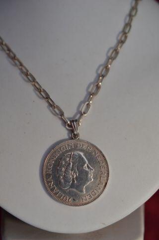 Silbermünze 2 1/2 Gulden Niederlande 1960 Als Anhänger Mit Kette Silber 835 Bild