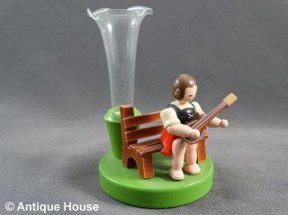 Erzgebirge Volkskunst Holzfigur Mädchen Mit Glasvase Lauscha Bild