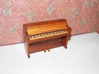 Altes Piano - Klavier - 60/70er Jahre - Lundby - Lisa - Puppenhaus - Puppenstube - 1:18 Bild