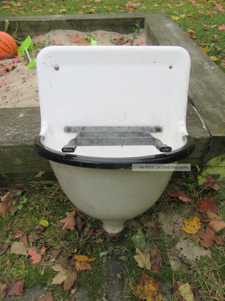 Alte Waschbecken Ausgussbecken Emaille Gusseisen Auguss Original, vor 1960 gefertigt Bild
