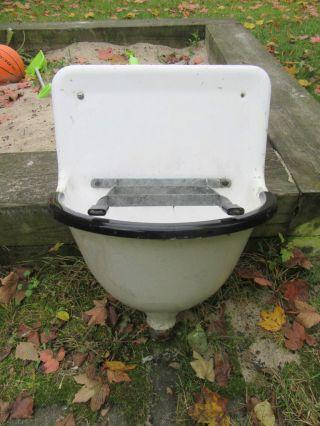 Alte Waschbecken Ausgussbecken Emaille Gusseisen Auguss Bild
