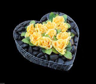 ♥ Herz Mit Kies Schwarz Poliert Und Rosen 35x35x8cm Grabschmuck Herz Grab Engel Bild