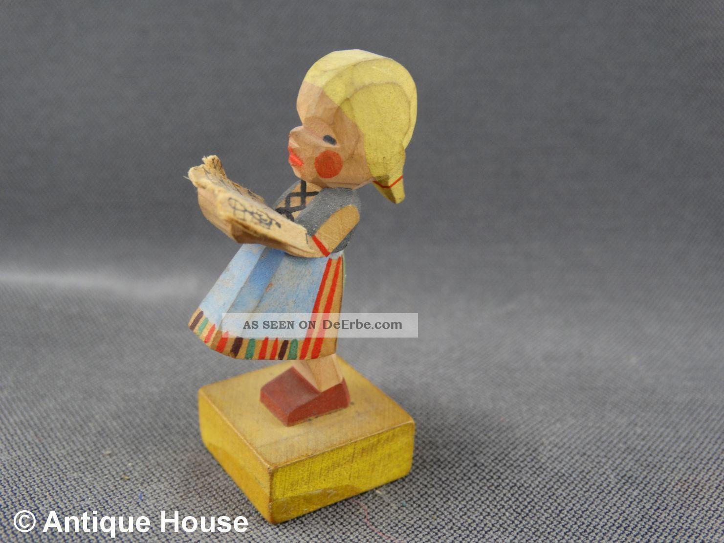 Erzgebirge Volkskunst Holzfigur Emil Helbig Mädchen Mit Notenblatt Grünhainichen Objekte nach 1945 Bild