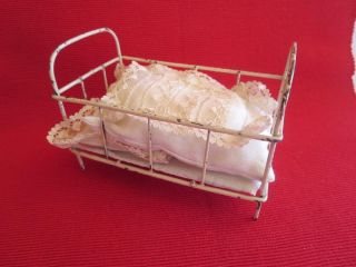 Kleines,  Altes Puppenbett Metall,  Puppenstube,  Um 1940 Bild