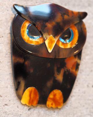 Lea Stein Brosche.  Buba The Owl.  Eule. Bild