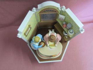 Enesco Spieluhr Backstube Bäckerei 1985 Au Claire De La Lune Neuwertig Rar 10542 Bild