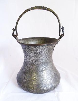 Antikes Orientalisches Henkel Gefäß Mit Reichlich Orientlischer Verzierung Bild