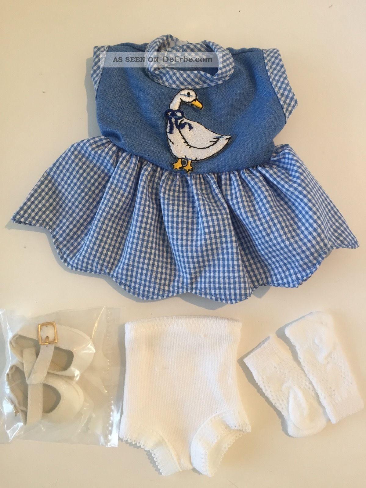 Schildkröt Puppenkleid Blau - Weiß Mit Gans,  Kariert,  4 - Teilig Nostalgieware, nach 1970 Bild