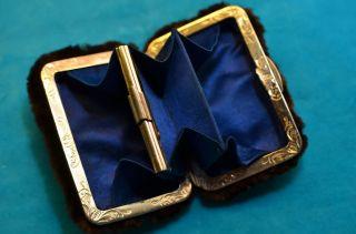 Gut Erhaltene Alte Ausgefallene Damen - Geldbörse Mit Fell überzogen Bild
