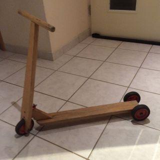Alter Holzroller - Kinderroller - Dekoration Bild