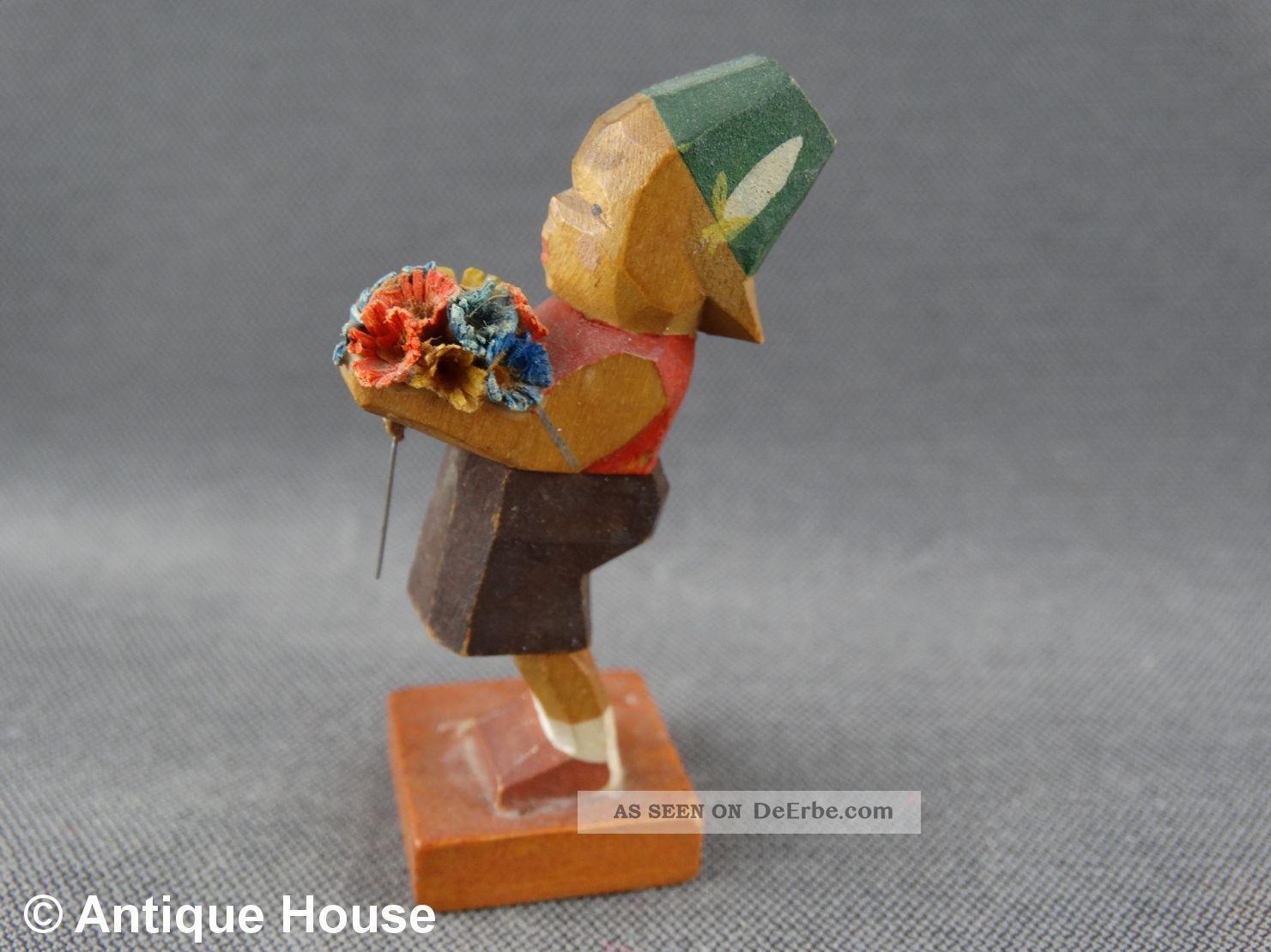 Erzgebirge Volkskunst Holzfigur Emil Helbig Hollandjunge Mit Blüten Grünhainiche Objekte nach 1945 Bild