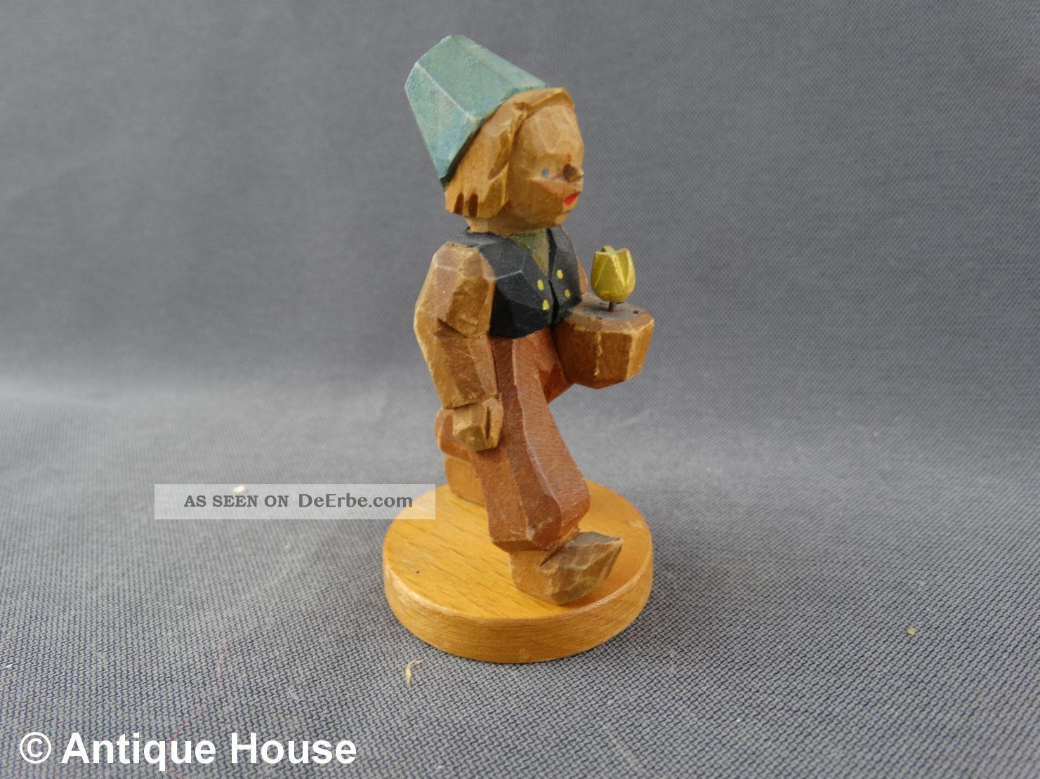 Erzgebirge Volkskunst Schumann & Wagner Holzfigur Hollandjunge Gelbe Tulpe Objekte nach 1945 Bild