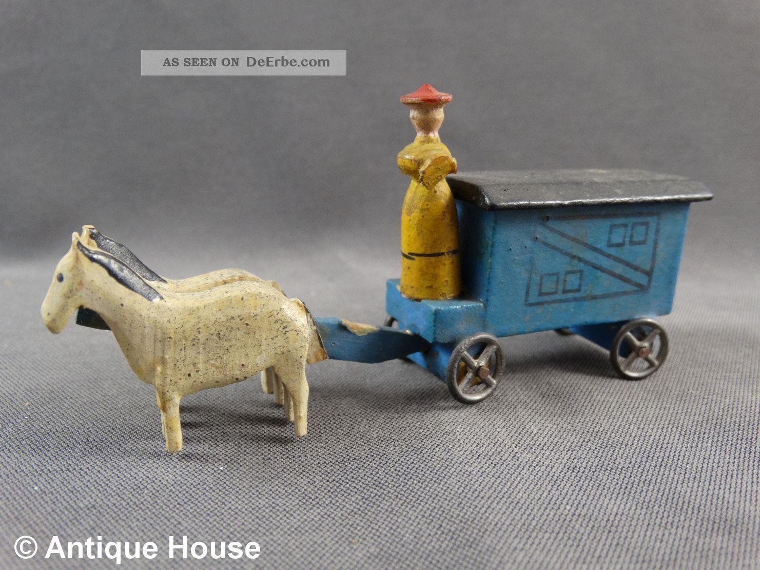 Erzgebirge Seiffen Altes Miniaturfuhrwerk Gespann Zirkuswagen Frau Objekte nach 1945 Bild