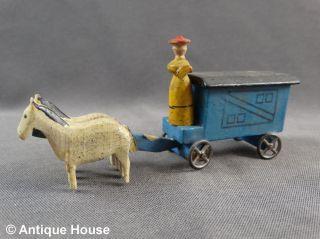 Erzgebirge Seiffen Altes Miniaturfuhrwerk Gespann Zirkuswagen Frau Bild