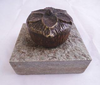 Grabschmuck Weihwasser Schale Spender Wohl Bronze Auf Granit Sockel Bild